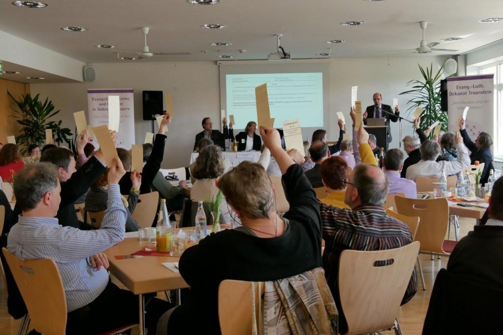 Frühjahrssynode - Abstimmung Satzung/Geschäftsordnung, Foto: Hofmann-Laveuve