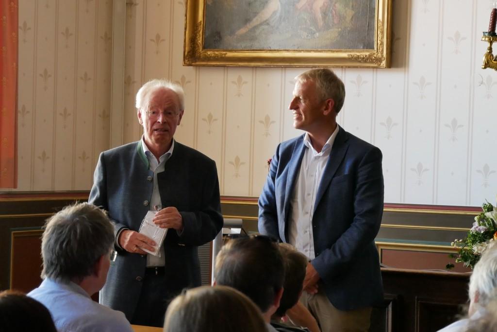 Sommerkonferenz - Alt-OB Stahl berichtet über evangelisch in Traunstein, Foto: Hofmann-Laveuve